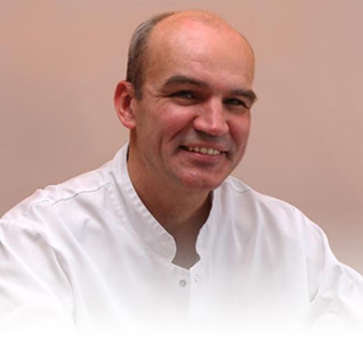 dr Aleksander Winiarski