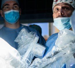 pierwsze w polsce operacje usuniecia prostaty w asyscie systemu robotycznego da vinci z wykorzystaniem dwoch konsoli chirurgicznych