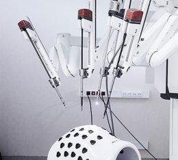 szpital na klinach uruchamia program leczenia raka jelita grubego z wykorzystaniem robota da vinci